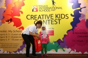 Mint Director Nickie Yew with the 5 year old prize winner from Category A